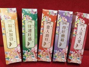魔法學院唇蜜外包裝為精美、有仙氣的中國風花鳥設計 是非常罕見的發想 是魔法學院原創的獨家設計