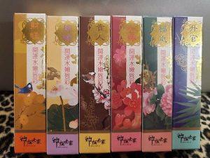 黃貞菀的神姬世家唇蜜也採用中國風花鳥設計 開運類別也極度相似
